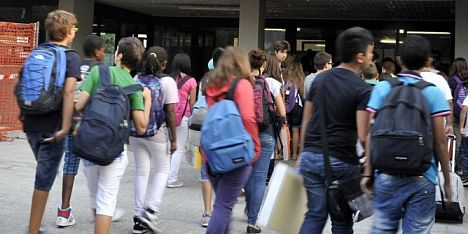 Sesso in cambio di buoni voti. Arrestato professore a Cagliari