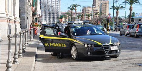 Finanza a Cagliari: doppia denuncia