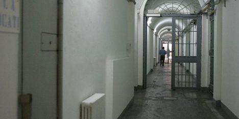 Carcere Cagliari: detenuto tenta la fuga