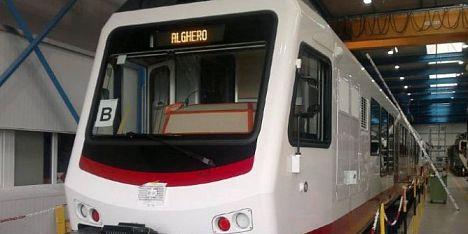 Sassaiola contro il treno Sassari-Alghero