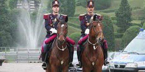 Scuola polizia a cavallo mozione contro chiusura for Scuola burgo