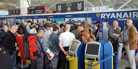Ryanair: rivoluzione bagagli da lunedì