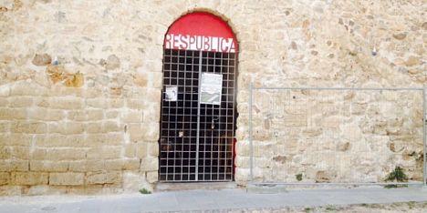 Teatro e storia: Fango rosso ad Alghero