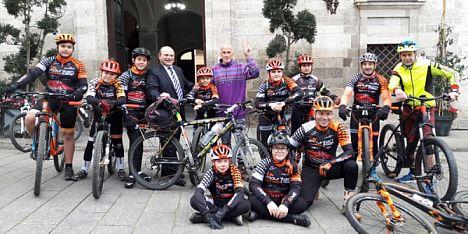 Jannus River e la sua bici fanno tappa a Sassari