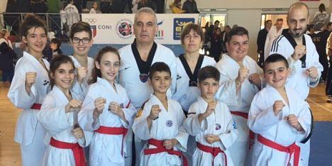 Nove cinture nere per la Taekwondo Olmedo