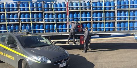 Sequestrate 3.425 bombole nel Cagliaritano
