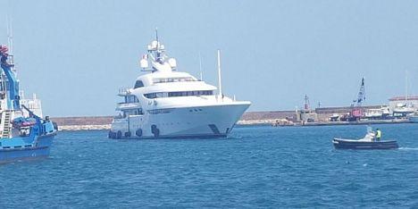 Yacht Graceful di 82 metri ormeggia a Porto Torres