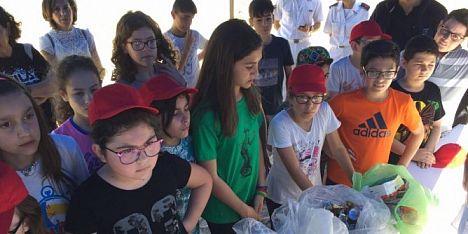 Nasse e plastica, chili di rifiuti pescati a Porto Torres