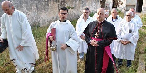 pellegrinaggio nella chiesa di Cala d'Oliva
