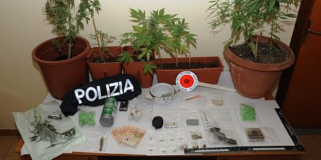 Droga: nuorese in manette