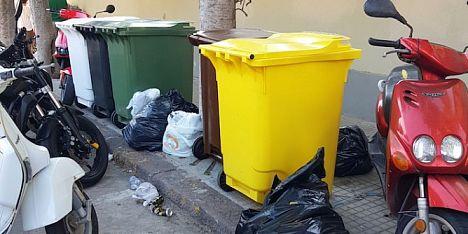 Ecoisole assenti, rifiuti in via Catalogna
