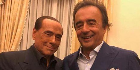 Regionali, stretta di mano Tedde-Berlusconi