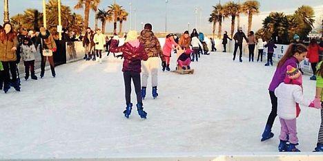 Alghero: apre la pista di pattinaggio su ghiaccio