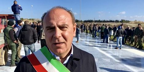 Latte, anche il sindaco di Alghero coi pastori