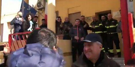 Salvini-Bruno duello sui pompieri