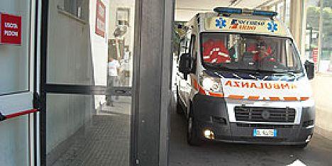 Alghero: 65enne cade in mare al porto