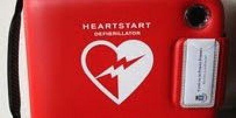 Defibrillatori in porto: il regalo del Consorzio